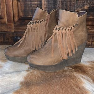 Size 9 Sbicca Footwear Zepp Wedge Booties